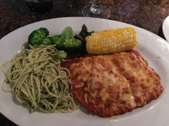 Lilly's Italian Eatery : Veal Parmigiana