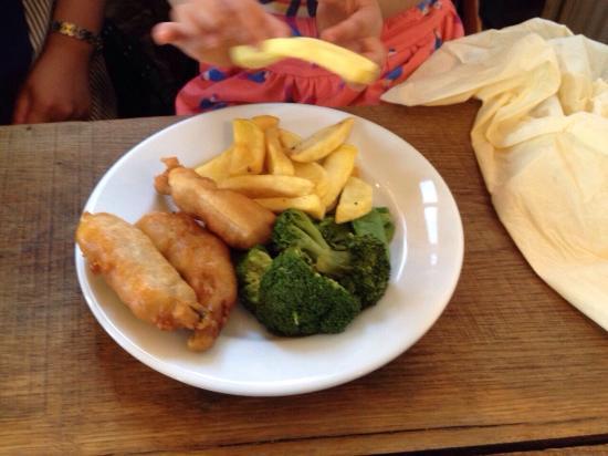 Chaldon Herring, UK: スターター、娘の食べた魚の揚げ物、私のメイン