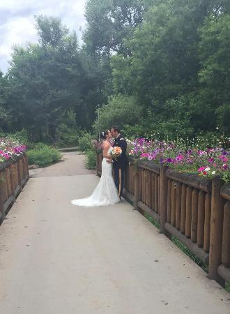 Denver Botanic Gardens at Chatfield: The bridge on the way to the outdoor chapel