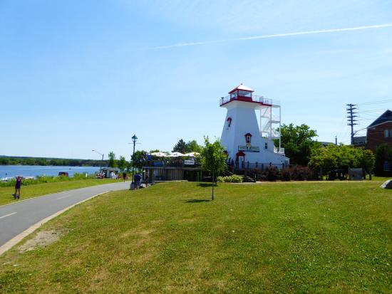 Lighthouse on the Green: View of lighthouse