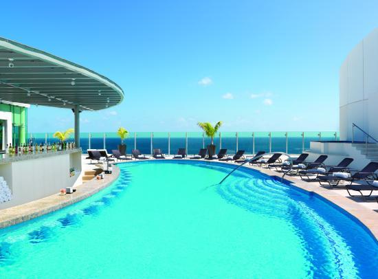 Beach Palace: Sky pool