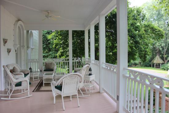 ذا مايهورست إن: The beautiful veranda