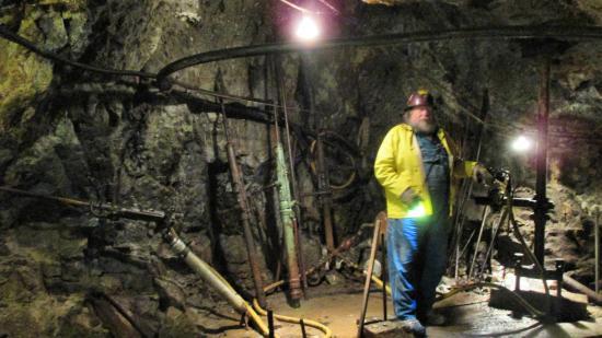 Old Hundred Gold Mine Tour: Drilling demo