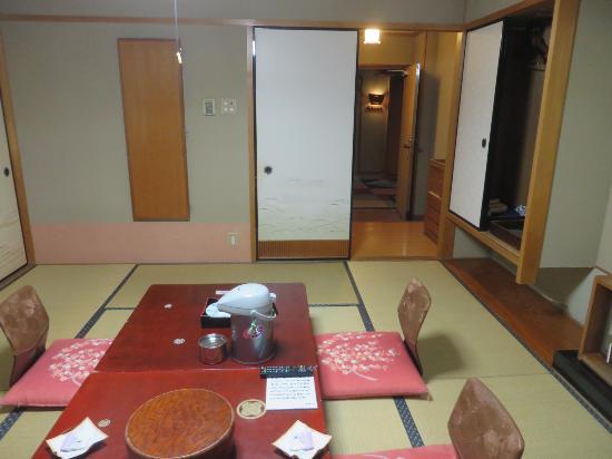 Hotel Gujo Hachiman : 昔風の和室