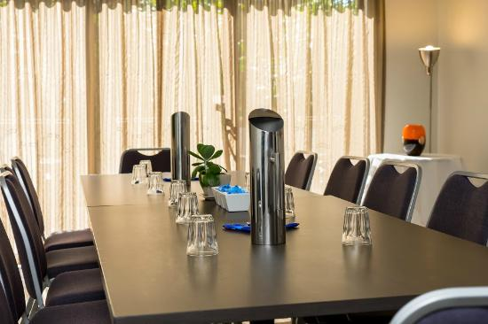 Essence Serviced Apartments: Meeting Room with natural light