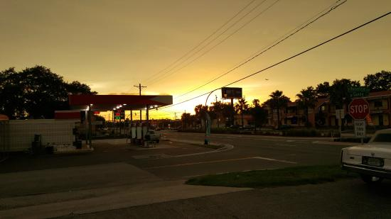 La Quinta Inn & Suites Tampa Bay Area-Tampa South: Hotel & Grounds