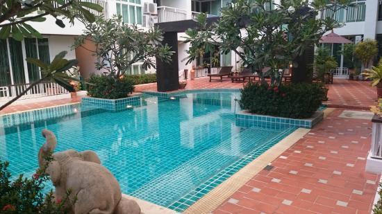 Arisara Place Hotel: pool