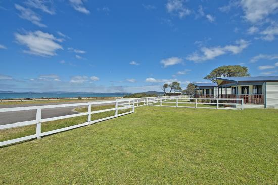 Acclaim Rose Gardens Beachside Holiday Park: Spa Villas with sea view