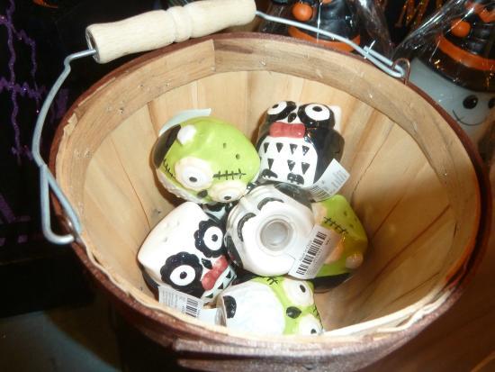Cracker Barrel: Halloween salt and pepper shakers