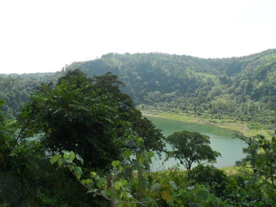 ilustrasi objek wisata alam Ranu Bedali, Lumajang, Jawa Timur