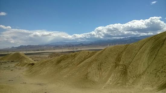 Ocotillo, Californien: вид на пустыну с ветряками