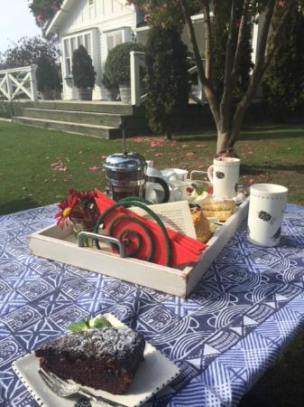 Birdwoods Gallery : Morning Tea