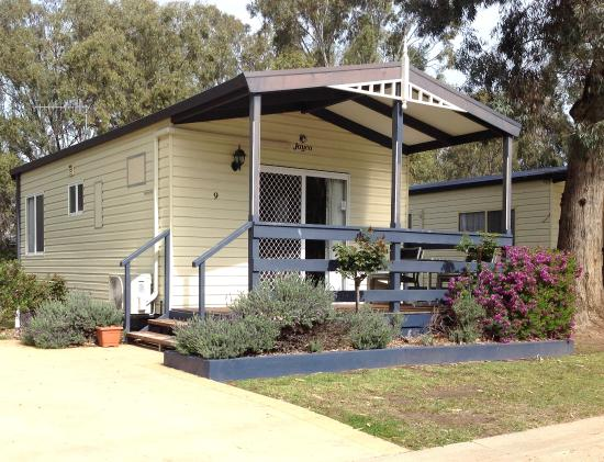 McLean Beach Holiday Park: Family Deluxe Cabin