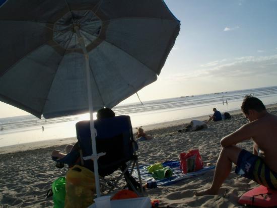 4 You Hostal: Esperando el atardecer en Playa Guiones