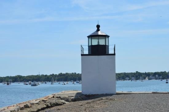 Salem Maritime National Historic Site: 先端までは0.4マイル。小さな灯台があります。