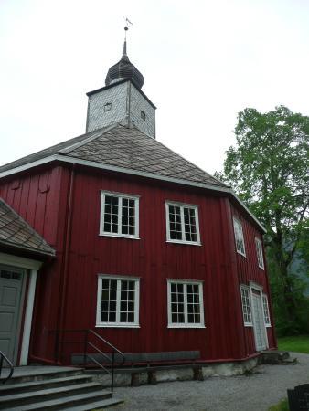 Andalsnes Vandrerhjem : wellknown church