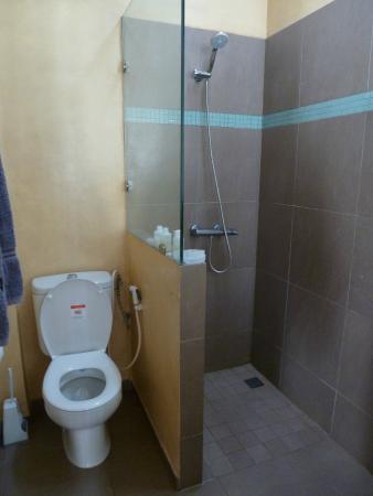 Casa Mara Dakar : Clean bathroom with good shower pressure