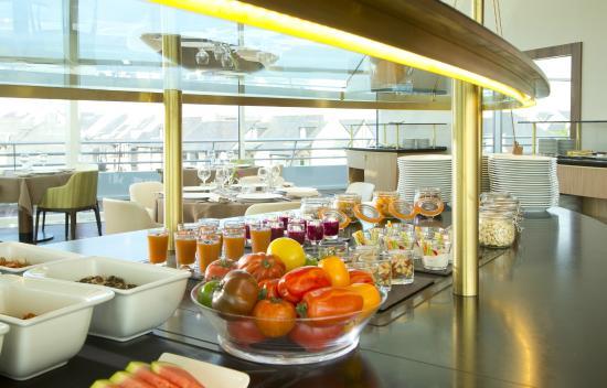 Buffet picture of le safran arzon tripadvisor - Port du crouesty restaurant ...
