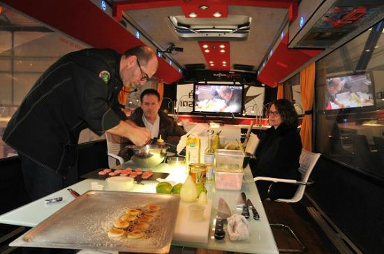 Au-dela de chez soi - Bus en Vignes : Préparation de mets avec notre ...