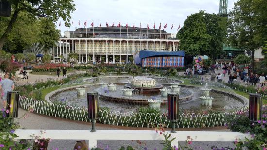 Foto de jardines tivoli copenhague tivoli gardens for Jardin tivoli