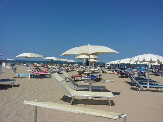 La plage photo de tortuga beach bagno 67 rimini for Bagno 69 rimini