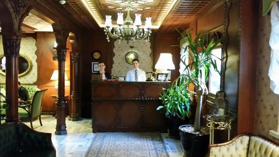 Hotel Niles Istanbul: Reception Desk