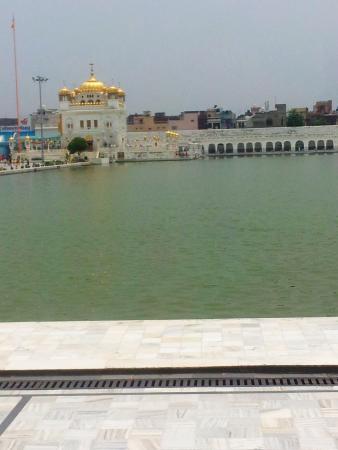 View of Sarovar & Tarn Taran Sahib Gurudwara