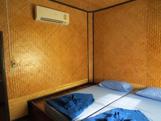 S-Beach Resort: Interior do quarto.