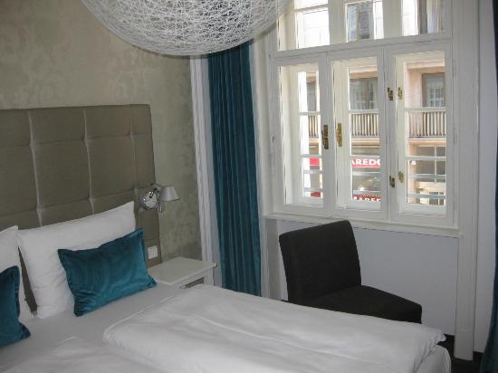 our room motel one wien staatsoper. Black Bedroom Furniture Sets. Home Design Ideas