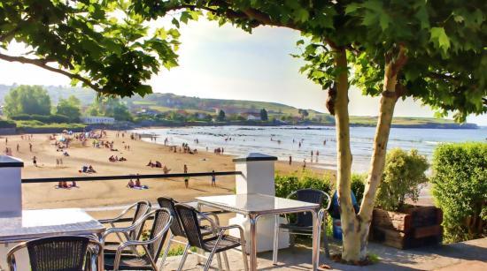 Bañugues, España: Terraza del restaurante