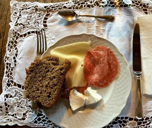 Colazione foto di residenza farnese farnese tripadvisor for Piani colazione