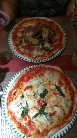 Trattoria Da Pino - i Fratelli d'Italia : Lekkere pizza net zoals in Italia ! Een aanrader!