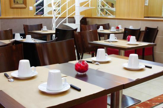 Hotel Le Clery : salle petit déjeuner