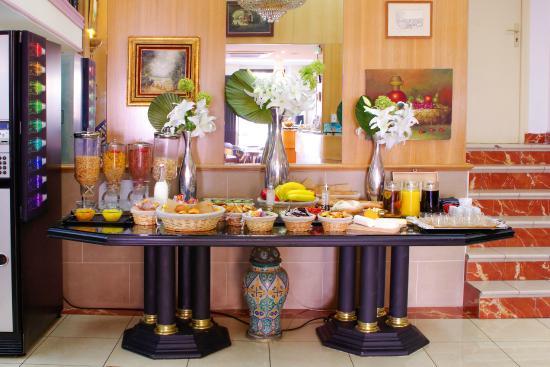 Hotel Le Clery: salle petit déjeuner