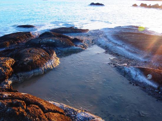 Grindavik, Iceland: De Silicaat afzetting in het water op het buitenterrein
