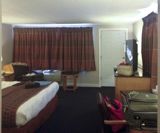 Americas Best Value Inn & Cottages: bedroom