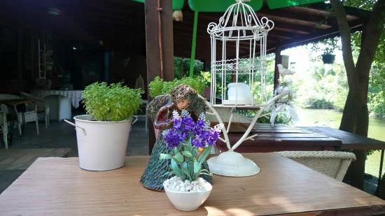 Nehir Perisi : Otel açık restaurant detayı