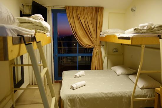 Shlomi Guest House: חדר ל-4 אורחים