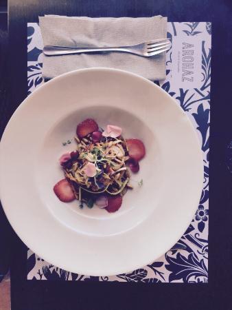 AROHAZ Restaurante / Gastrobar: Unser Favorit in Zahora. Sehr gute, hochstehende Küche zu moderaten Preisen. Im Bild ein Ceviche