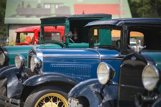 Wiscasset, Waterville and Farmington Railway Museum: Visiting antique autos are always welcome at the WW&F.