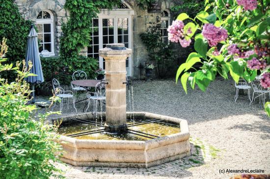 Villers En Arthies, Francja: La fontaine