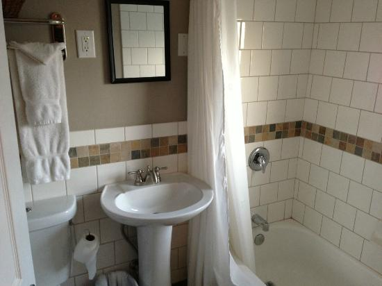 Selkirk Motel: remodeled bathroom