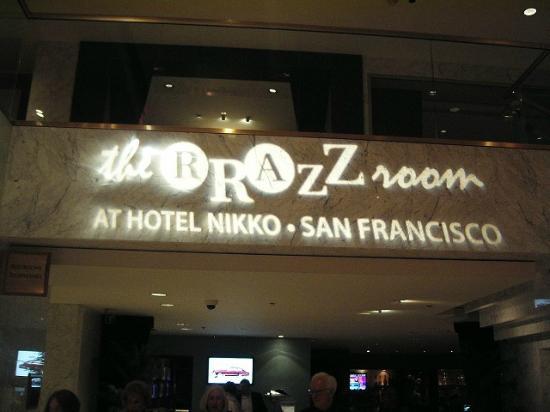 Rrazz Room: ホテルニッコーからの入り口サイン