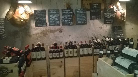 The wine cellar photo de ragazzi da peppone la rochelle for Ragazzi da peppone la rochelle
