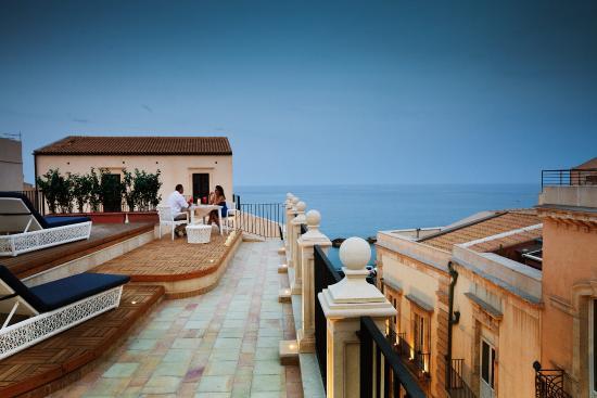 Algila ortigia charme hotel from 352 3 6 3 updated for Hotels in ortigia