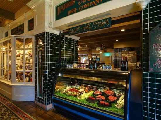 Foto De Harris Ranch Restaurant, Coalinga: The Jockey Club