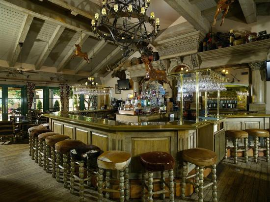 Harris Ranch Restaurant: The Horseshoe Bar