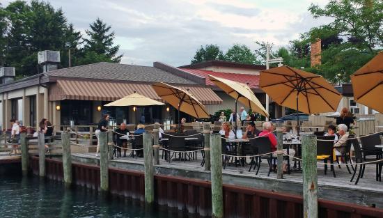 River Crab: Dock dining