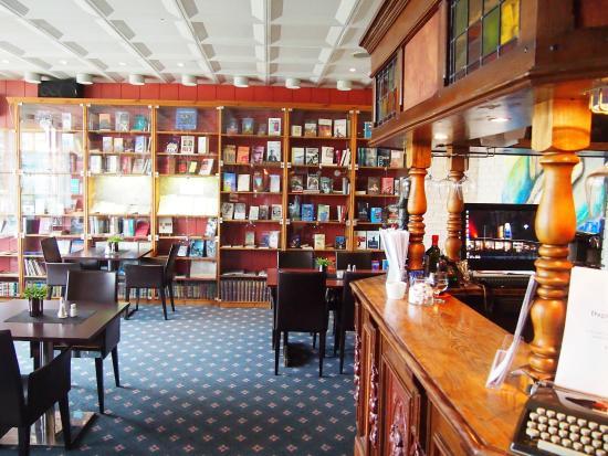 """Sortland Hotell: """"Cafetería-Biblioteca"""""""