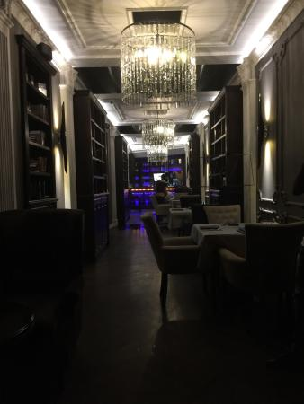 Blackberry Lounge Bar : A lounge by all means!